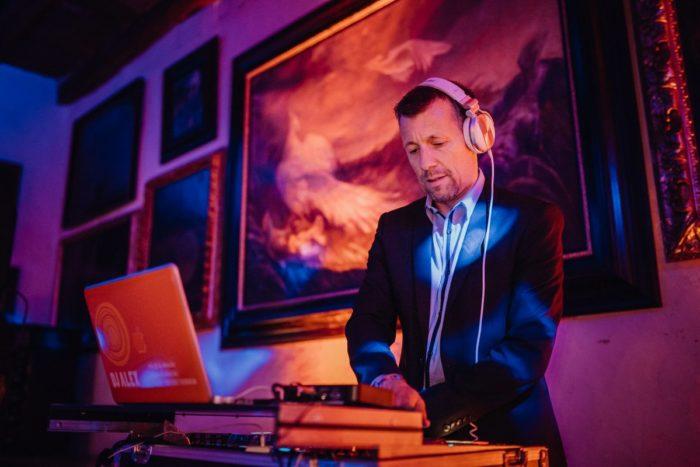 DJ Alex am Mischpult