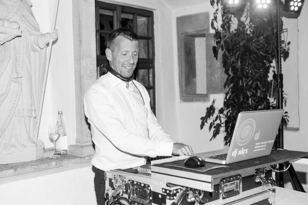 DJ Alex Castel Katzenzungen